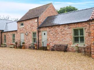 THE GRANGE, ground floor accommodation, lawned garden with furniture, private coded entrance, great base for walking, near Linco - Lincolnshire vacation rentals