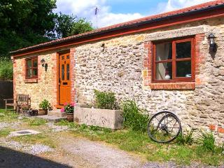 THE BARN detached, single-storey, woodburning stove on a working farm in Crewkerne Ref 915096 - Dorset vacation rentals
