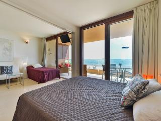 Penthouse 10m to the beach - Playa d'en Bossa vacation rentals