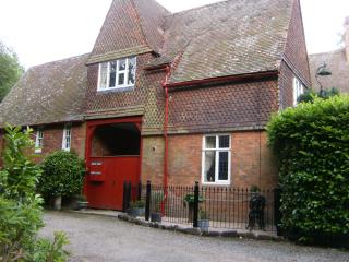 Romantic 1 bedroom Nottingham Cottage with Internet Access - Nottingham vacation rentals