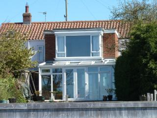 Perfect 3 bedroom Reedham Cottage with Deck - Reedham vacation rentals
