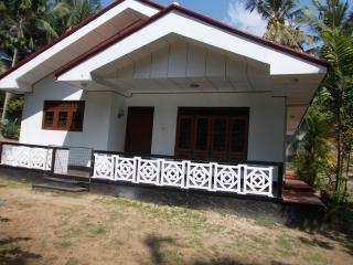 Bungalow near Moragalla beach to let - Beruwala vacation rentals