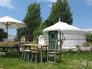 1 bedroom Yurt with Deck in Earnley - Earnley vacation rentals
