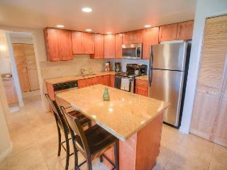 Remodeled Beach Condo for 8, across from A+ Beach! - Kihei vacation rentals