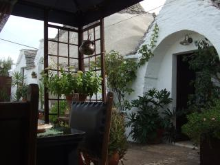 Cozy 2 bedroom Trullo in Alberobello with Internet Access - Alberobello vacation rentals