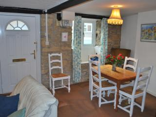 Lovely Cottage with Outdoor Dining Area and Television - West Coker vacation rentals