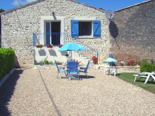 2 bedroom Cottage with Internet Access in Mortagne-sur-Gironde - Mortagne-sur-Gironde vacation rentals