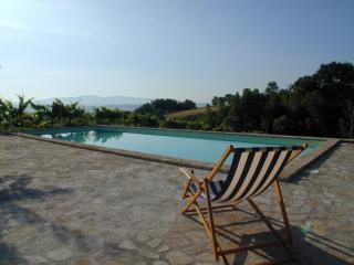 Casale avec vue et sérénité - Monte Castello di Vibio vacation rentals