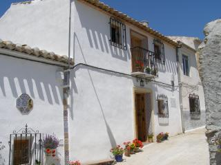 Lovely Townhouse with Washing Machine and Balcony - Oria vacation rentals