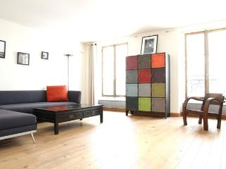 46. SPACIOUS APARTMENT - JUST BEHIND RUE CLER - Paris vacation rentals
