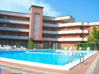 2 bedroom Condo with Short Breaks Allowed in Lido delle Nazioni - Lido delle Nazioni vacation rentals