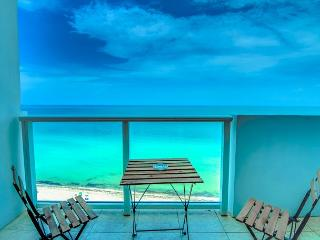 Junior suite with Balcony and Ocean View - Miami Beach vacation rentals