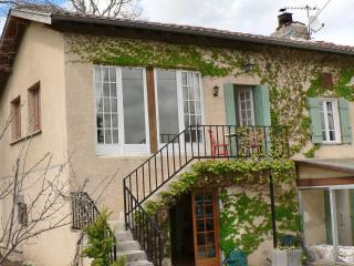 Laytoure Apartment - Pamiers vacation rentals