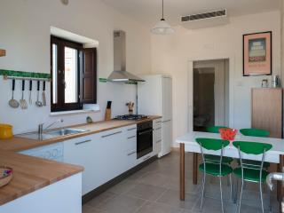 Charming 2 bedroom Castellana Grotte Trullo with Internet Access - Castellana Grotte vacation rentals