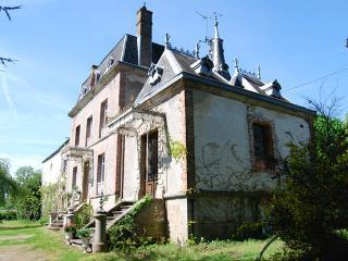 Limousin - Mini Chateau in St Sulpice les Feuilles - Saint-Sulpice-les-Feuilles vacation rentals
