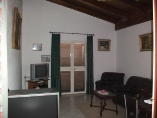Bright 2 bedroom Fondi House with Internet Access - Fondi vacation rentals