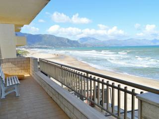 AL046 Appartam. 6 posti in spiaggia - Alcamo vacation rentals