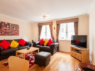 CITY CENTER 2 BEDROOM APARTMENT - London vacation rentals