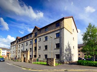Near Holyrood Palace/Royal Mile with FREE parking - Edinburgh vacation rentals