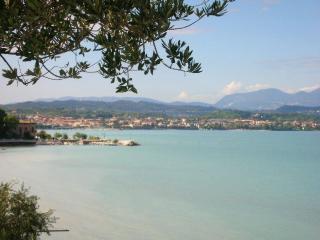 bilocale in residence con piscina - Desenzano Del Garda vacation rentals