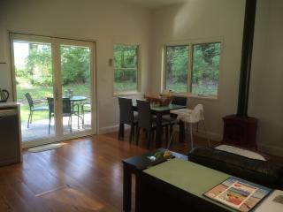 2 bedroom B&B with Dishwasher in Berry - Berry vacation rentals