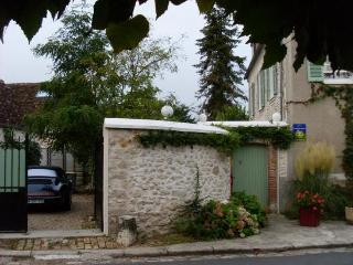 3 bedroom House with Internet Access in Fontainebleau - Fontainebleau vacation rentals