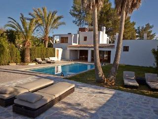 Ibiza house with pool 9pax 3km to Ibiza center - Ibiza Town vacation rentals