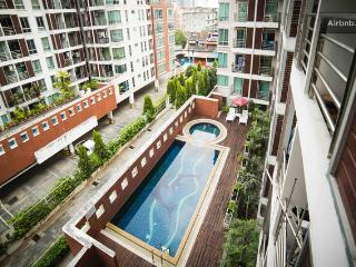 2BR-Airy,Cosy in a lively Thai Neighbourhood - Bangkok vacation rentals
