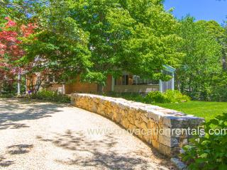 KILLY - Beautiful Village Area Summer Retreat, Tucked Away on a Quiet Street, Walk to Village Center. - Edgartown vacation rentals