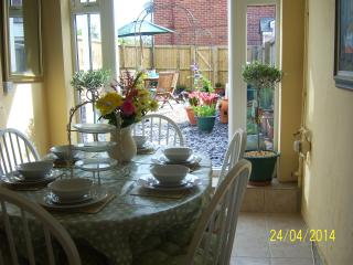Lovely Townhouse with Washing Machine and Television - East Cowes vacation rentals