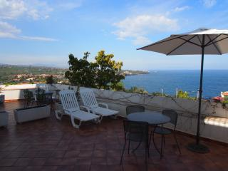 2 bedroom House with A/C in Acitrezza - Acitrezza vacation rentals