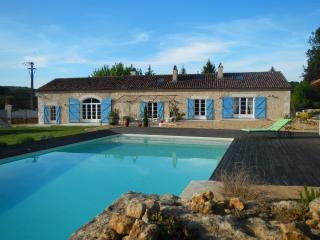 Belle longère avec piscine au coeur du Périgord - Villamblard vacation rentals