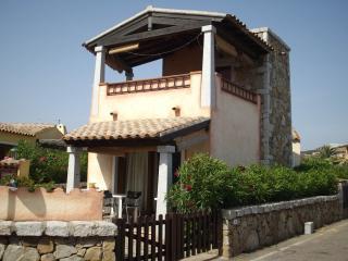 Villetta a 120 passi dalla spiaggia con vista mare - Marinella vacation rentals