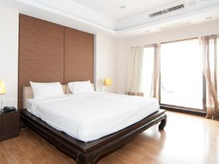 1BR-River View-State Tower-WiFi-36 - Bangkok vacation rentals