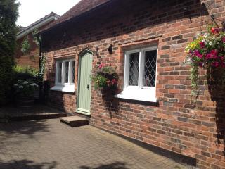 Nice 2 bedroom Stourbridge Barn with Internet Access - Stourbridge vacation rentals