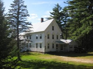 Spacious 4 bedroom Fryeburg House with Deck - Fryeburg vacation rentals