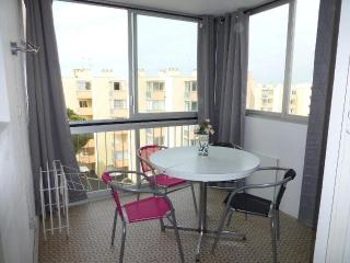 Nice Condo with Elevator Access and Parking - Le Grau Du Roi vacation rentals