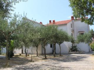 Zeno 4  Apartment for 6 persons (4+2),  80m2, first floor, balcony, sea view - Novalja vacation rentals