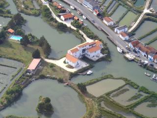 Moulin de Chatressac, Chambre d'hôtes de charme C - Chaillevette vacation rentals