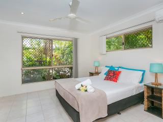 Comfortable Villa with Internet Access and Dishwasher - Kewarra Beach vacation rentals