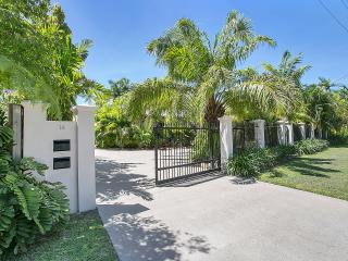 Comfortable Villa with Internet Access and A/C - Kewarra Beach vacation rentals