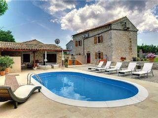 5 bedroom Villa in Hreljici, Istria, Croatia : ref 2064638 - Bratulici vacation rentals