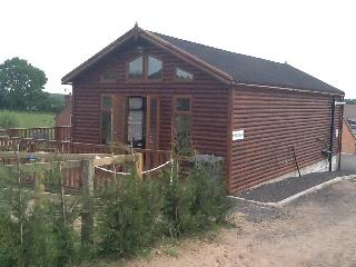 Sherwood Log Cabin in Ravenshead Nottinghamshire - Ravenshead vacation rentals