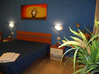 3 bedroom Bed and Breakfast with Internet Access in Paceco - Paceco vacation rentals
