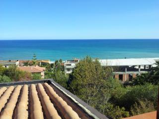 Deliziosa mansardina vista mare - Ferruzzano vacation rentals