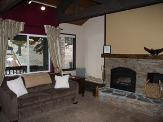 Well-equipped Mammoth condo near Eagle Lodge and The Village w/garage, wi-fi - Mammoth Lakes vacation rentals