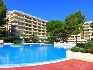 Romantic 1 bedroom Apartment in Salou with Shared Outdoor Pool - Salou vacation rentals