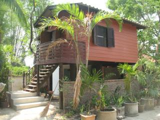 Beautiful 1 bedroom Guest house in Hang Dong - Hang Dong vacation rentals