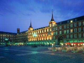 Apartment Center Historic Mayor/Sol 5 bedroom - Madrid vacation rentals