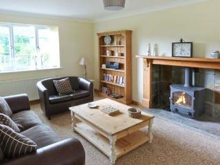 FIELD HOUSE FARM COTTAGE, brick-built, woodburner, pet-friendly, surrounded by countryside, in Hunmanby, Ref 915071 - North Yorkshire vacation rentals